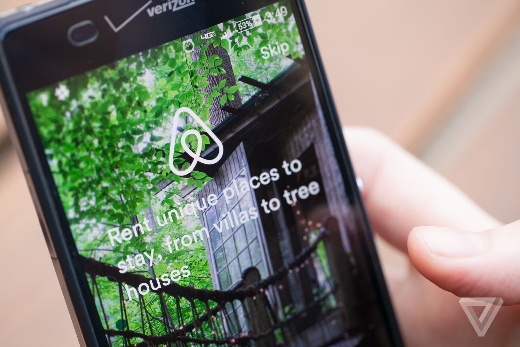 Airbnb like Instagram: new travel stories