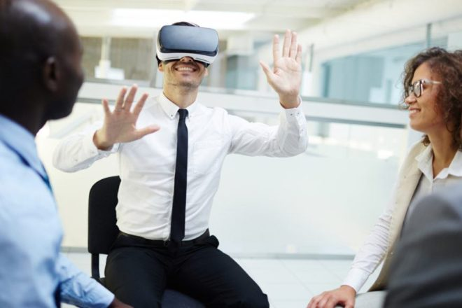 What are the training opportunities of virtual reality?